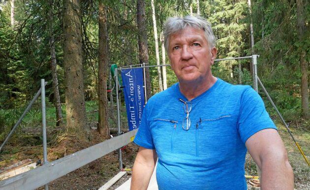 Johan Jinghage ska vara med och sälja sågverket i Sverige.