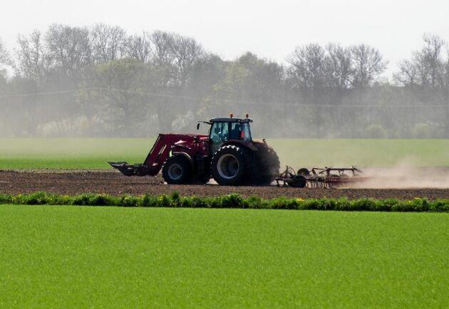 En lantbrukare som är föräldraledig behöver oftast anlita någon som ersättare i lantbruket.
