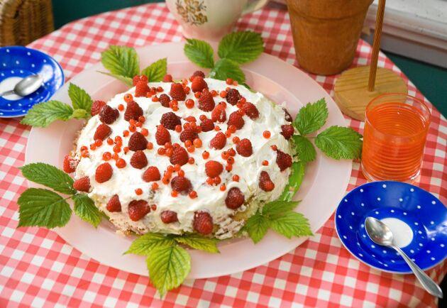 Bjud på en härlig sommartårta under fruntimmersveckan.