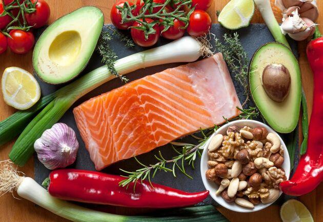 Lax, avokado, chili, nötter och olika sorters lök räknas till listan över så kallad antiinflammatorisk mat.