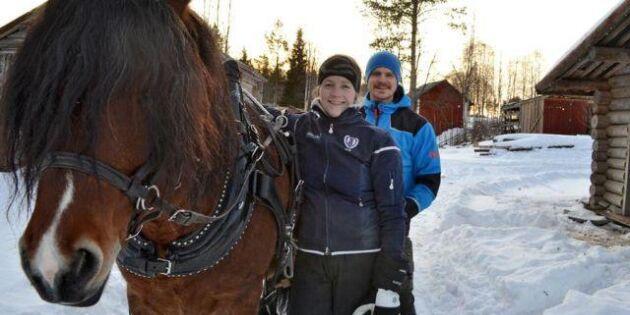 Se filmen från gården där hästarna gör jobbet!