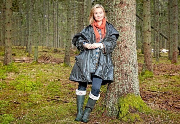 Kristdemokraternas partiledare Ebba Busch Thor i sin favoritskog utanför Uppsala, där hon bor.