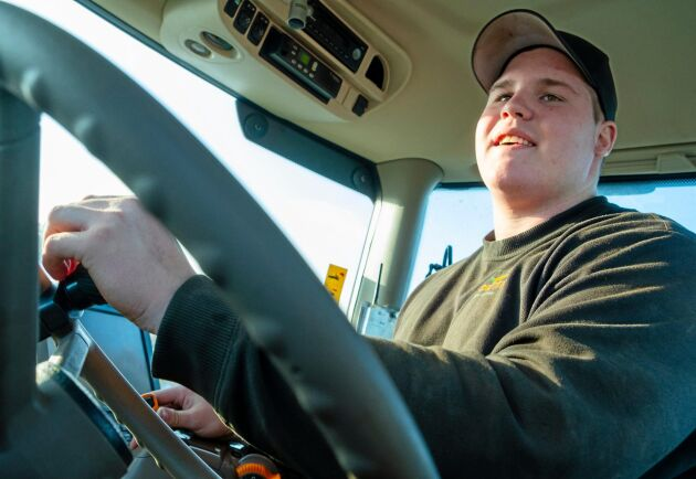 """Komfort. """"Jag tycker de är jättefina att köra. De går tyst, har bra fjädring och låga varv även i 50"""", säger maskinföraren Max Stührenberg."""