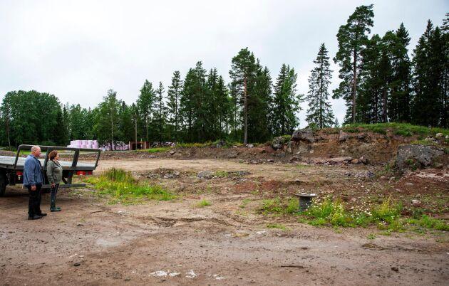 MArkarbetet pågår på Lämås gård.