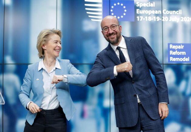 Glada i dag är Rådets ordförande Charles Michel och EU-kommissionens ordförande Ursula von der Leyen efter att EU:s regeringschefer kommit överens om coronakrispaket och långtidsbudget.