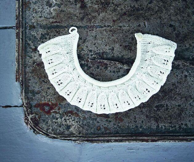 Den lilla vita kragen finns med på bilden på familjen Bergman. Kragen var både dekoration och skydd för finkläderna under.