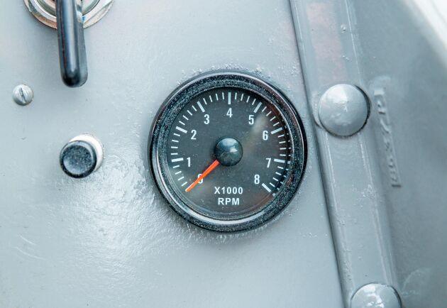 Med varvräknaren från Biltema kan föraren se RPM.