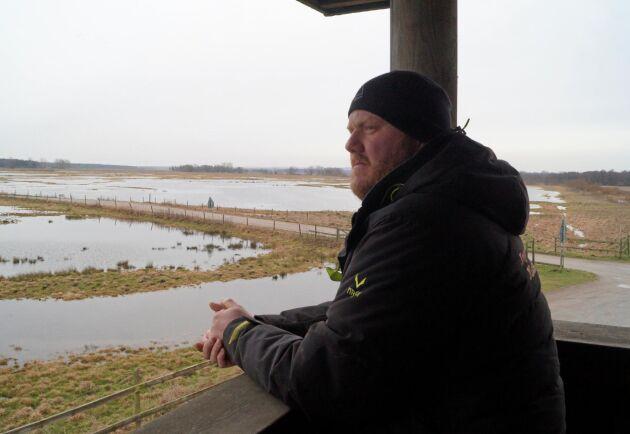 Ängsmarkerna översilas under vintern för att skördas och betas sommartid. Det är bland annat för skötseln av dessa marker som Magnus Ingesson får miljöstöd.