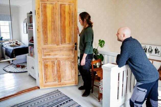 Bara ett barnrum finns ännu. Men bakom dörren finns kattvinden som Anna och Torbjörn ska renovera.