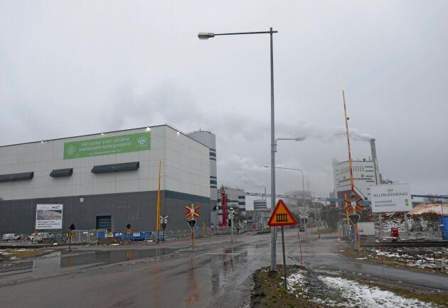 Lägre produktion än beräknat på nya KM7 (till vänster i bild) ger minus för Billerud Korsnäs.