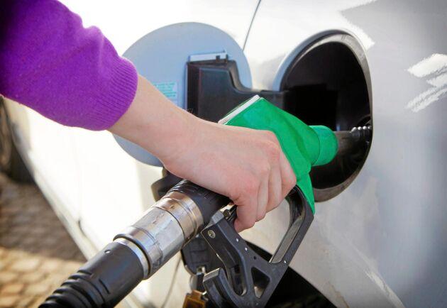 Från och med den första juli tvingas bensinbolagen att blanda i mer HVO i deras diesel och bensin.