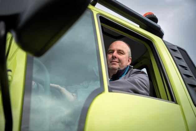 Mercedes Unimos finns nu i en variant som är registrerad som traktor B och alltså får köras i 50 kilometer i timmen.