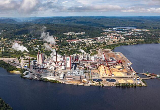 I dag används svartluten från massabruket i Östrand till att producera grön el och termisk energi. Men SCA har planer på att istället förädla det till fordonsbränsle i ett bioraffinaderi.