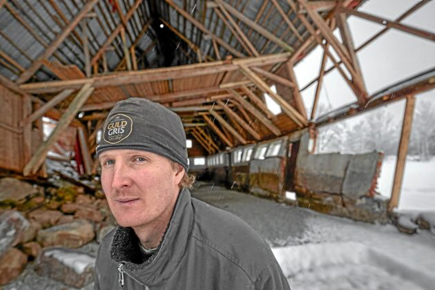 Andreas Arvidsson renoverade ladugården när en vägg rasade in.