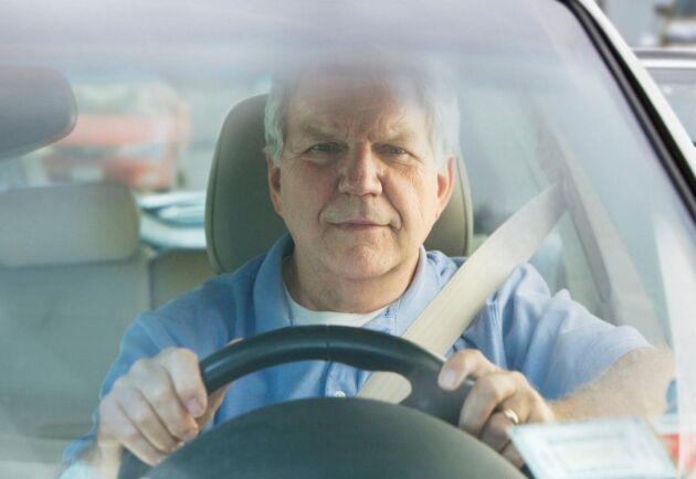 Äldre som kör bil måste testas, det anser en majoritet av svenska folket.