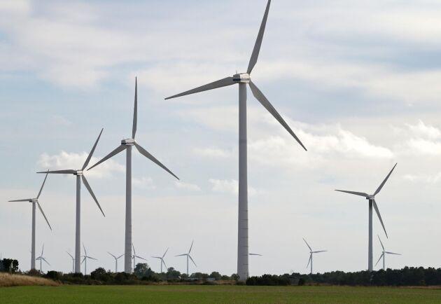 Enligt debattörerna är en möjlighet att bromsa klimatkrisen en snabb ökning av förnybar el som minskar behovet av fossila bränslen. Det är i detta sammanhang den fortsatta vindkraftsutbyggnaden bör ses.