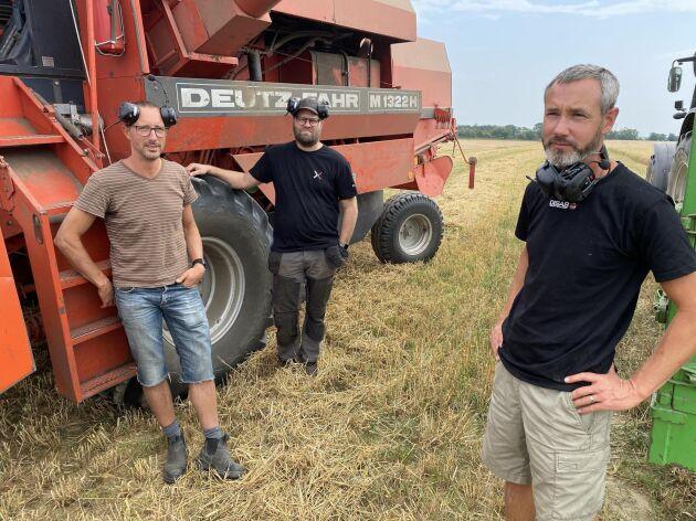 Per och Lars Josephsson har ett driftsbolag ihop med svågern Andreas Elbing (mitten). Alla tre är ingenjörer och sköter lantbruket på fritiden.