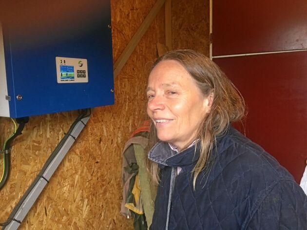 Solcellerna producerar omkring en tredjedel av gårdens årsbehov. Även när det är grått och kulet blir det en del, konstaterar Pernilla Salevid.