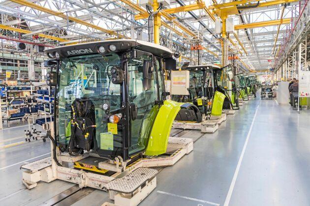 För att öka flexibiliteten inför Claas en ny lina där slingstyrda fordon, så kallade AGV:er, kommer att frakta fram de olika modellerna genom produktionskedjan.