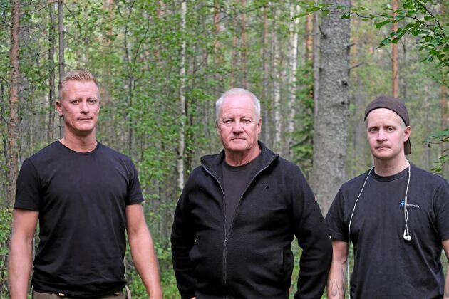 Bo-Göran Stenman, ägare av skogen i Änok, tillsammans med sina söner Mats (tv) och Jimmy som kommer att bli sjunde generationen som äger skogsfastigheten i Kvikkjokk.