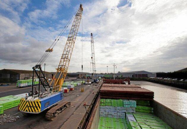 Södra bygger upp sina lager i hamnen i New Holland, Storbritannien.