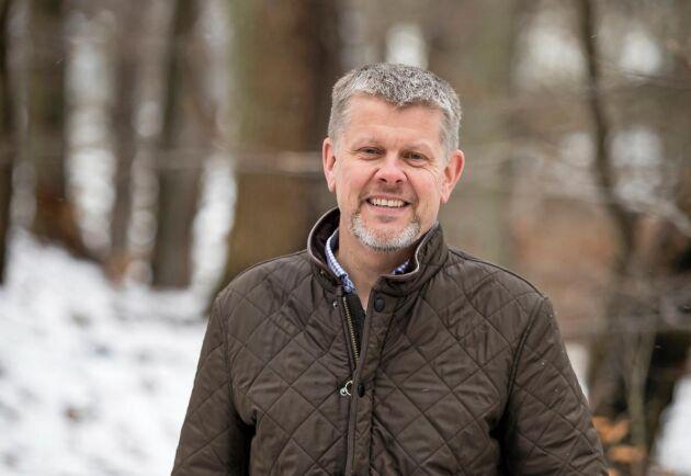 Ikea vill använda sin träråvara effektivare, enligt virkeschefen Ulf Johansson. Ändå gör ökad försäljning att det går åt allt mer rundvirke. Jämfört med 2015 är ökningen 12 procent.