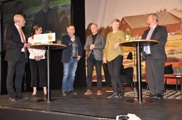 Fråga. Här ställer mjölkbonden Mats Larsson från Vara sin fråga till Sven-Erik Bucht.