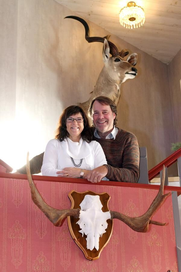 Ann-Marie och Jan Erik Axelsson har byggt en borg att bo i.