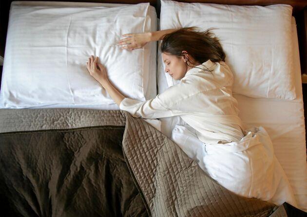 Det finns flera fördelar med att som par sova i separata sovrum, menar sömforskaren Christian Benedict.
