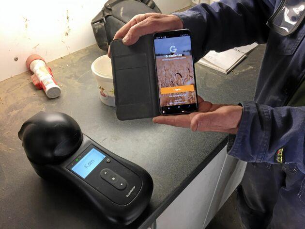 Grainsense spannmålskvalitetsmätare visar resultatet på mobiltelefonen