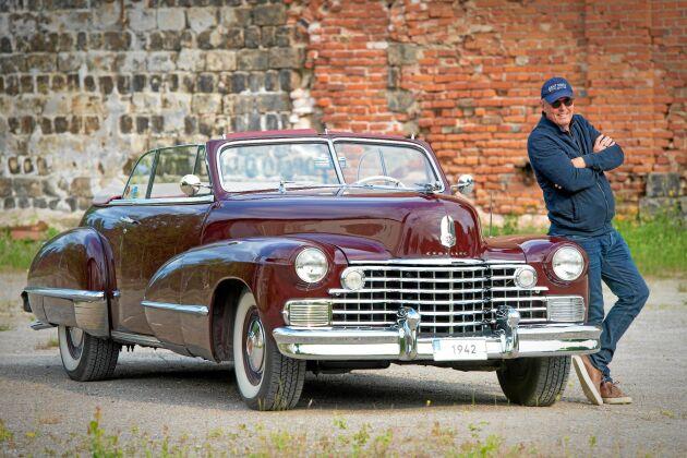 Christer Ekman med sin Cadillac på klassisk mark nära Sala silvergruva.