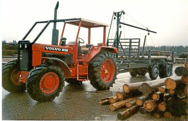 Volvo BM 2654 såldes i ett enklare utförande för skogsarbete och fanns även som Valmet 2654. Foto: Pentti Kostamo