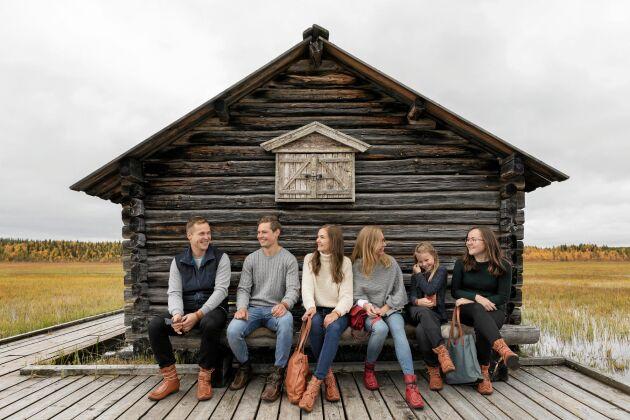 När det skulle tas reklambilder ryckte släkt och vänner in. Från vänster: Marcus Töyrä, Adam Kero, Frida Särijärvi, Anna-Karin Kero, Angelia Kommes och Ronja Ericsson.