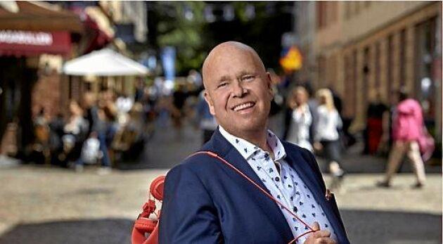 "Lasse Kronér syns sommaren 2019 i Svt med ""Kronérs sommargäster""."