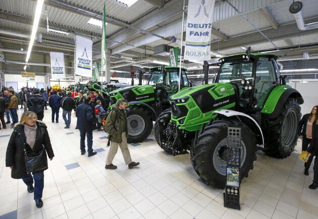 Traktorer från tyska Deutz-Fahr på jordbruksmässan PTAK utanför Warsawa i Polen den 1 februari 2019.