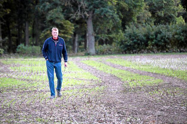 """Markkoll. Arbetet med att jämna ut olikheterna i jordens näringsinnehåll är långsiktiga åtgärder. Jan Jönsson räknar med att det kan ta uppåt tio år. """"Efter två tre år kunde vi se att skillnaderna började jämna ut sig på skördekartan"""", säger Jan Jönsson på Ly-Ros Lantbruk HB."""