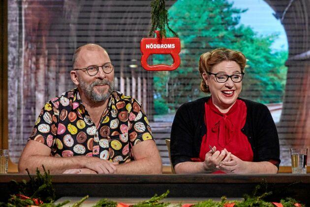 """Kalle Lind tävlar i """"På spåret"""" i SVT tillsammans med journalisten Isobel Hadley Kamptz."""