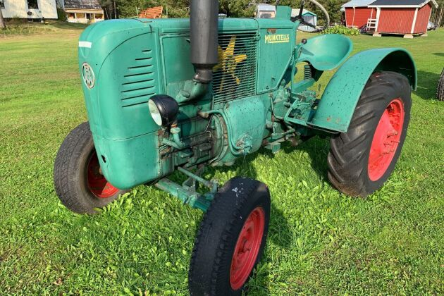 En Bolinder Munktell 10 Tändkula från 1948 var den dyraste traktorn som såldes på auktionen. Vinnande budet blev 32 000 kronor.