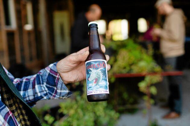 Husets öl prytt med det legendariska Tavelsjöodjuret.