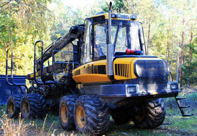 Många skogsmaskiner stod still den extrema torrsommaren 2018. Många maskiner har stått stilla i år också. Nu måste det bli bättre stilleståndsersättningar, tycker Skogsentreprenörernas ordförande Kolbjörn Kindströmer.