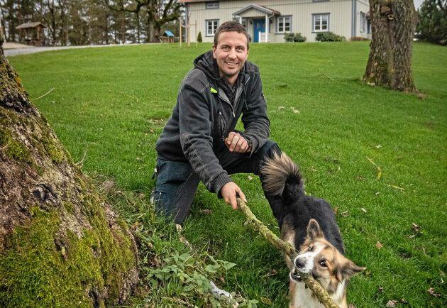 I dag bor Karl-Petter Bergvall och sambon Jonna Larsson på Ramstad gård medan föräldrarna flyttat till en av flyglarna på Sjönnebol. Fåren och vallning är stora intressen hos sambon men hundarna hänger gärna med Karl-Petter i hans vardag.