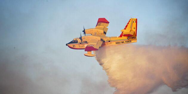 Italienska brandflygplan bekämpar svenska bränder