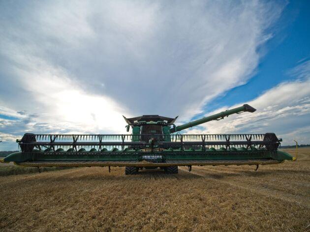 John Deere X9 har en dokumenterad kapacitet på över 100 ton i timmen.