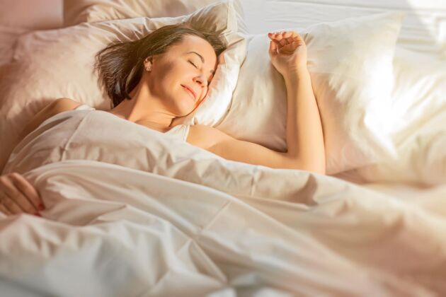 Sänk temperaturen. Du har troligtvis för varmt i sovrummet.