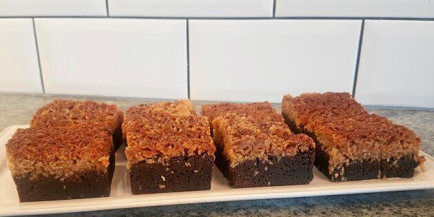 Ryttarkaka – kladdiga chokladrutor med seg kokostosca