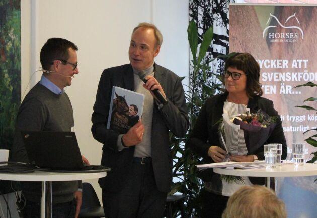 Ansvariga forskaren Tobias Heldt, tillsammans med Stefan Johansson, HNS och Lotta Folkesson, LRF Häst.