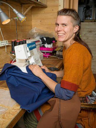 Korp är både en entreprenör och skicklig sömmerska som omvandlade sin hobby till ett företag som omsätter miljoner.