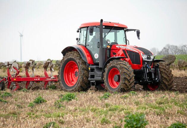 Zetor är med Crystal tillbaka med sexcylindriga traktorer, med betydligt rundare former än 70- och 80 talets föregångare.