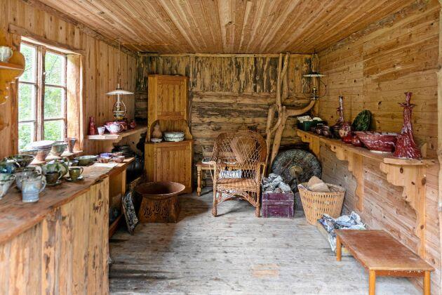 En gång i tiden bodde det en man med sin enda ko på Källäng. Nu har Thomas sitt showroom och butik i ladugården.
