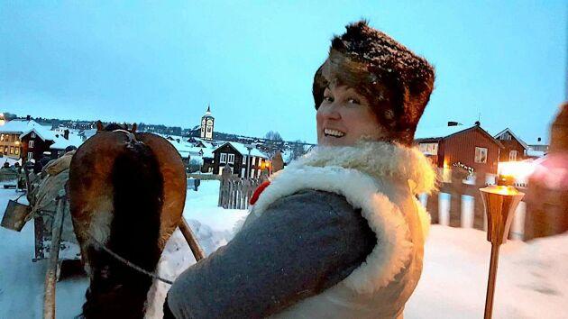 Anna Dahlgren från Dalarna Femund forkörarförening kör in i Röros med hästen Ciljon.